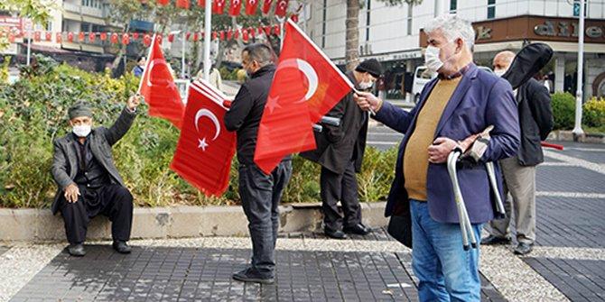 Kahramanmaraş'ta 10 bin Türk Bayrağı dağıtıldı