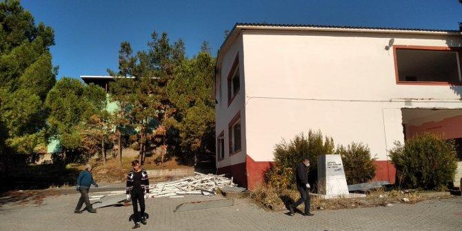 Kahramanmaraş'ta kullanım ömrü dolan eğitim binaları yıkılıyor