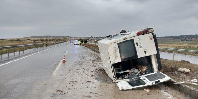 Kahramanmaraş'ta refüje çarpan minibüs yan yattı: 6 yaralı