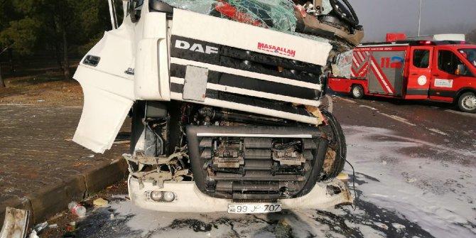 Kahramanmaraş'ta feci kaza: Tır sürücüsü araçta sıkıştı