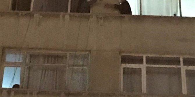 Kahramanmaraş'ta abisi ve kardeşinden kaçmak için yan daireye pence