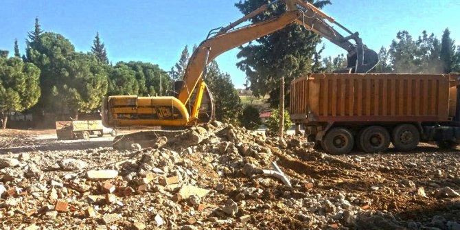 Kahramanmaraş'ta depreme dayanıksız okullar yıkılıyor