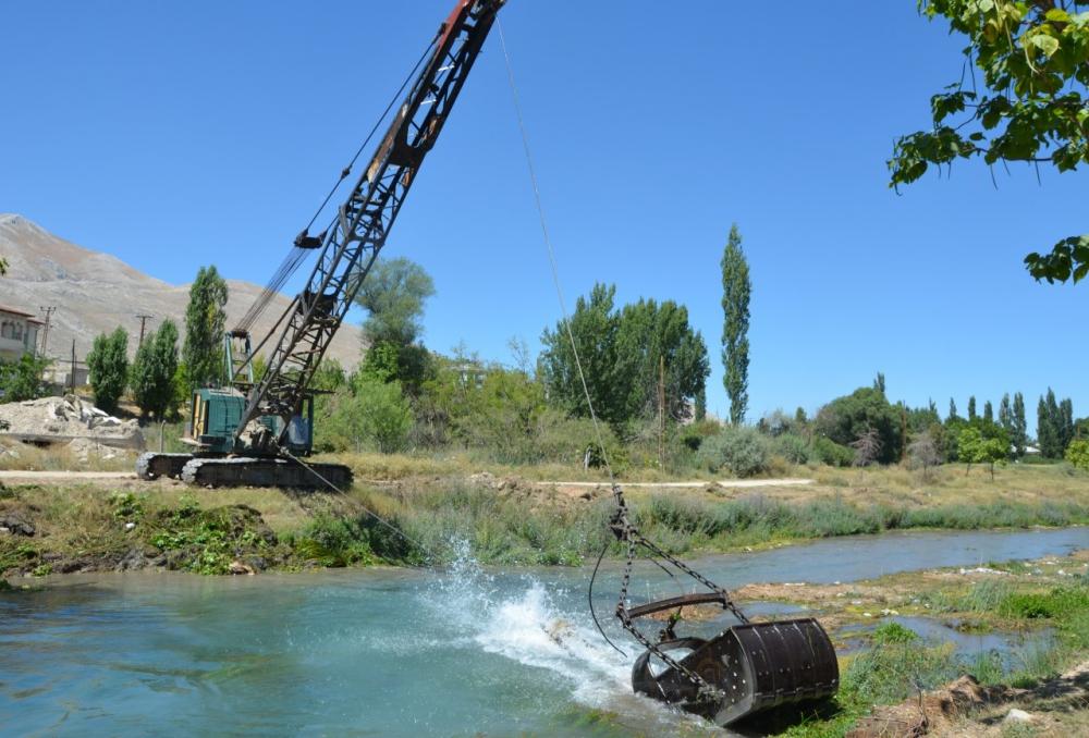 Ceyhan Nehri temizleniyor 6