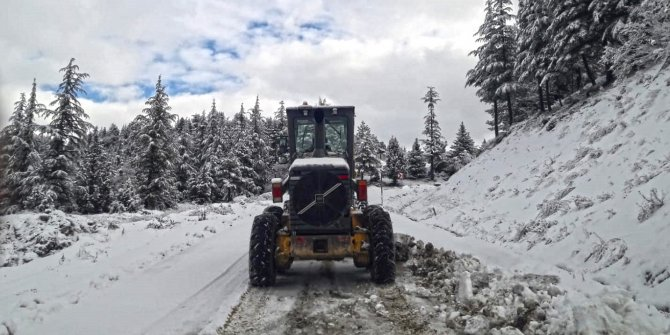 Kahramanmaraş'ta karla mücadele devam ediyor