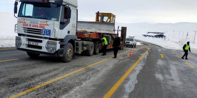 Kahramanmaraş'ta jandarma trafik sürücüleri uyardı
