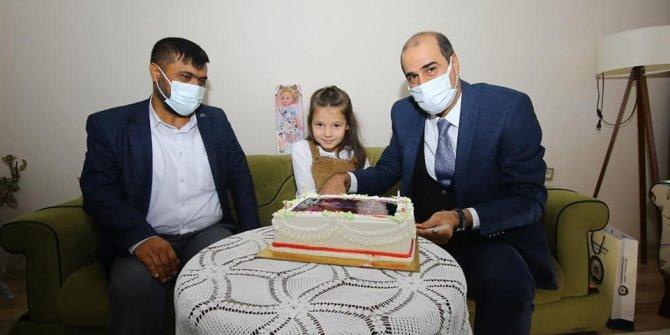 Kahramanmaraş'ta şehit kızına emniyet müdüründen doğum günü sürpriz