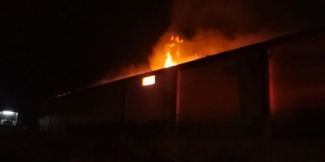 Kahramanmaraş'ta fabrika yangınından korkutan görüntüler