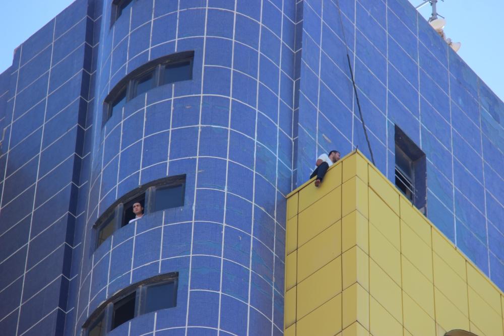 Özel İdare binasında intihar girişimi 2