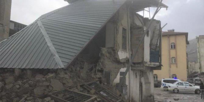 Kahramanmaraş'ta 2 katlı kerpiç evin yarısı yıkıldı