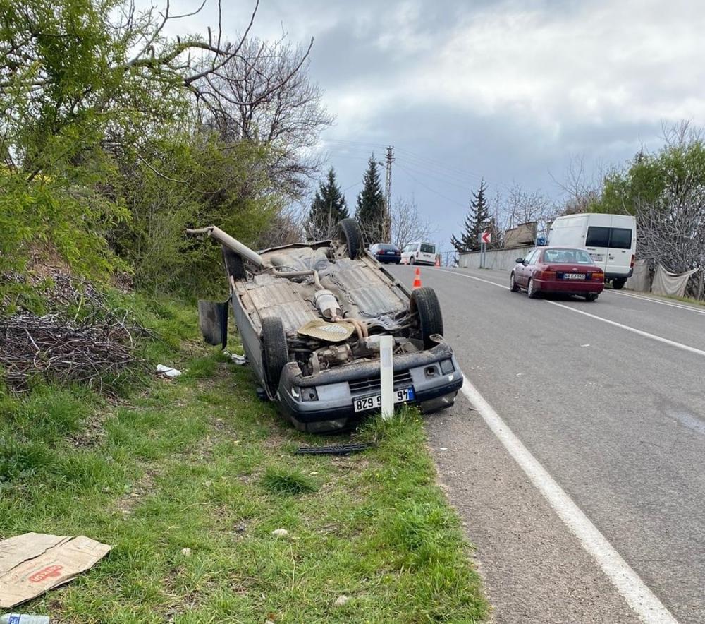 Kahramanmaraş'ta yoldan çıkan otomobil takla attı 1