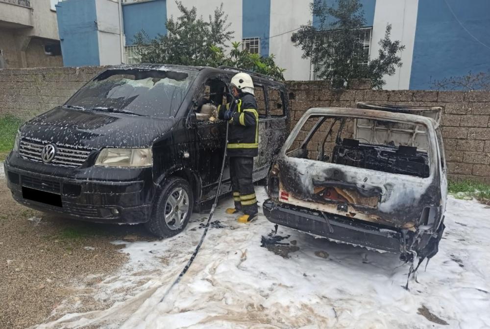 Kahramanmaraş'ta çocukların oyunu park halindeki 2 aracı yaktı 1