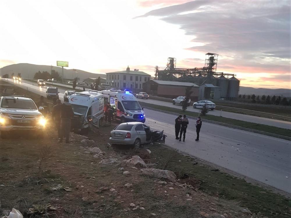 Kahramanmaraş'ta ambulans ile otomobil çarpıştı: 3 ölü 3 yaralı 1