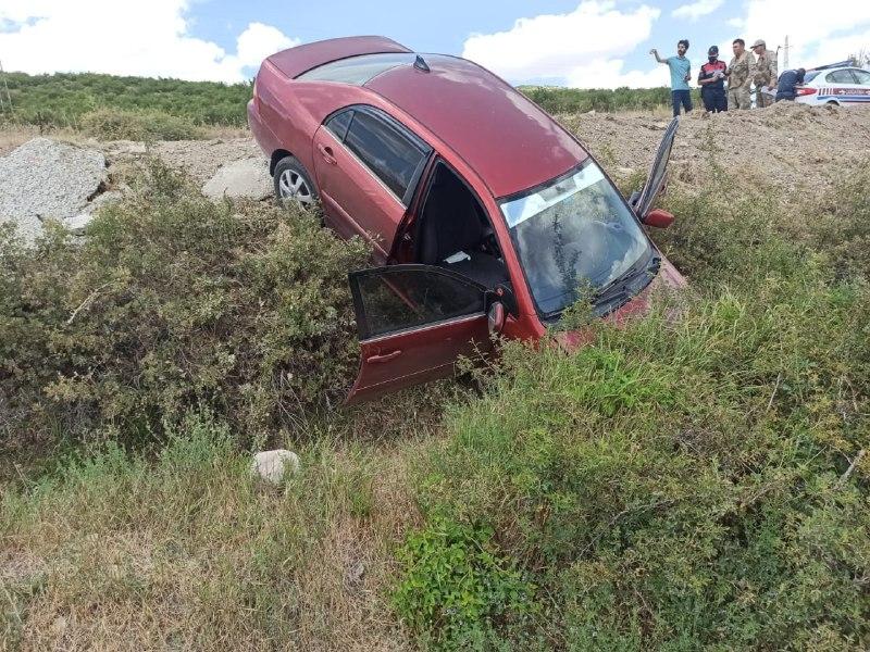 Kahramanmaraş'ta otomobil yoldan çıktı: 3 yaralı 1