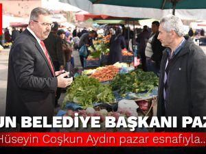 Göksun Belediye Başkanı Hüseyin Coşkun Aydın, halk pazarında