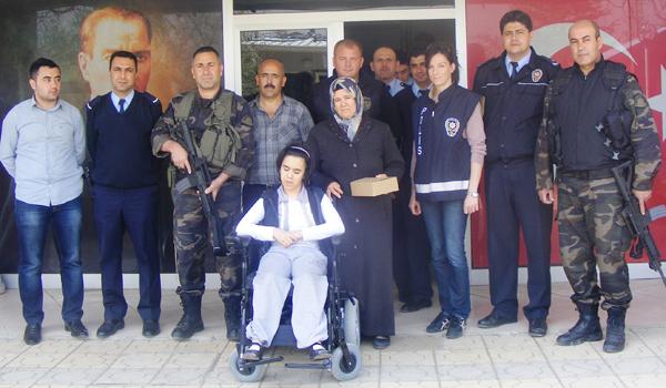POLİSTEN HALİME'YE AKÜLÜ TEKERLEKLİ SANDALYE
