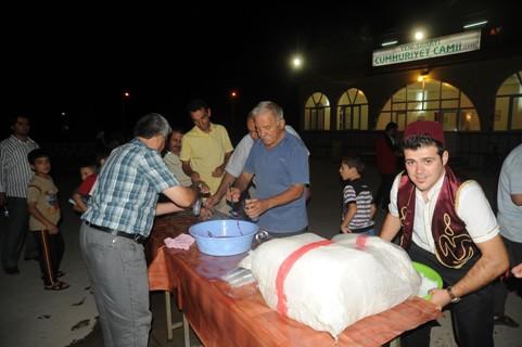 Hacivat Karagöz Cami Cemaatini Artırdı
