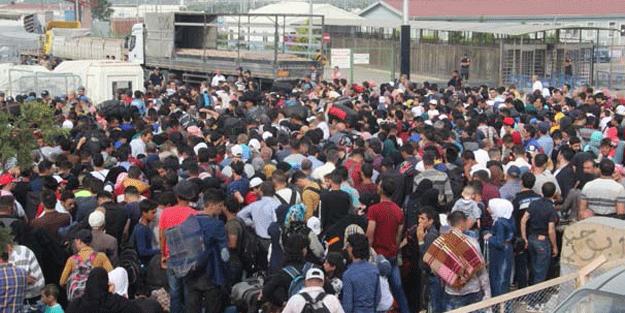 İzdiham! Gidiyorlar… Sahurda toplanmaya başladılar polis de asker de engel olamıyor!