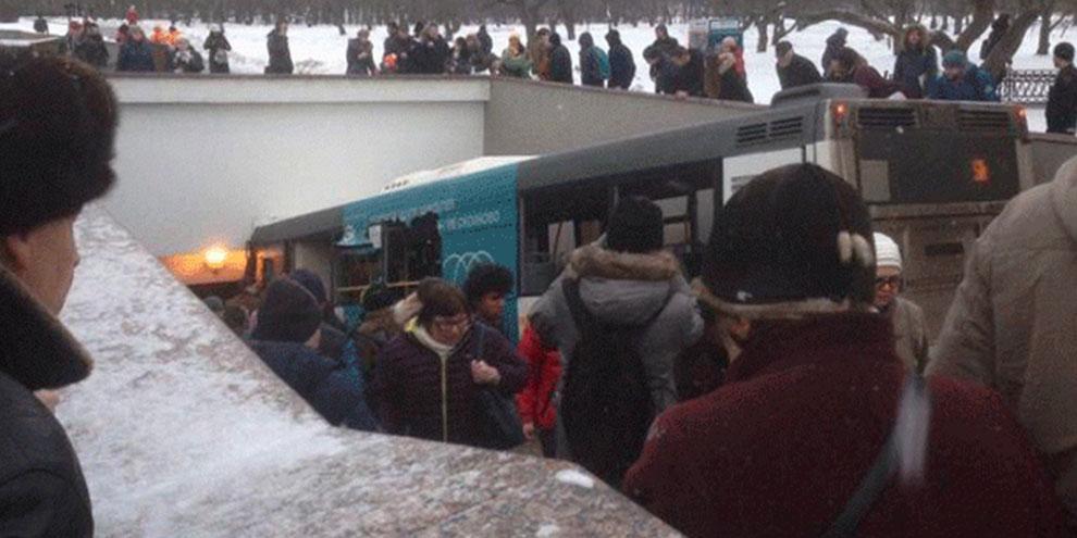 Moskova'da otobüs yayaların arasına daldı: 5 ölü!