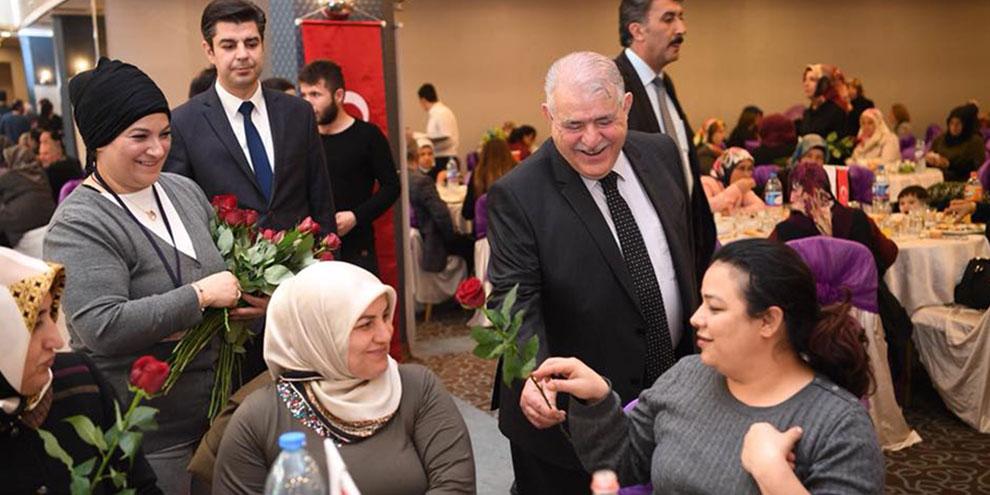 Onikişubat Belediyesi ve KADEM ortaklığında Şehit aileleri kadınlarına yemek programı