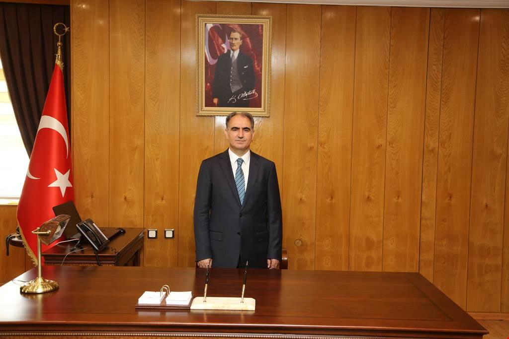 VALİ ÖZKAN'IN İSTİKLAL MARŞIMIZIN KABULÜ VE MEHMET AKİF ERSOY'U ANMA GÜNÜ MESAJI