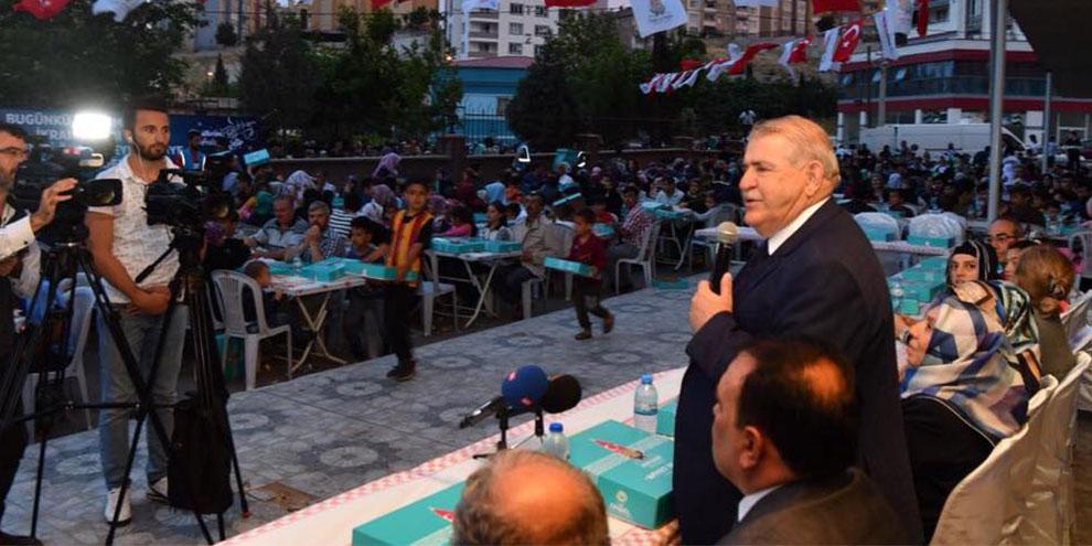 Onikişubat Belediyesi iftar programlarıyla Ramazan'da gönüllere taht kurdu