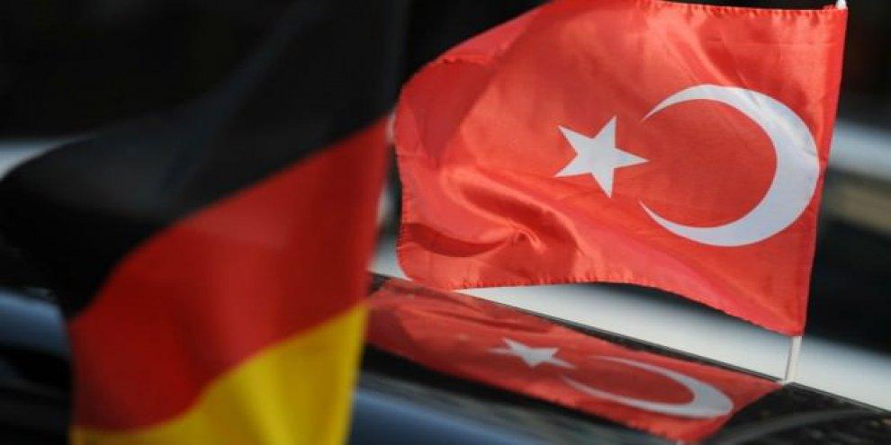 Almanya'dan 'TL' itirafı! Bizi de vurur