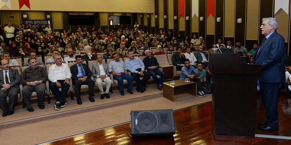 Prof. Dr. İhsan Süreyya Sırma, KSÜ öğrencileriyle bir araya geldi