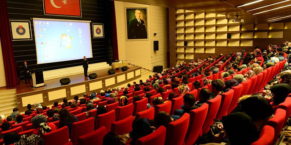 """KSÜ'de """"Yaşlanan İnsan ve Toplum"""" konulu panel"""