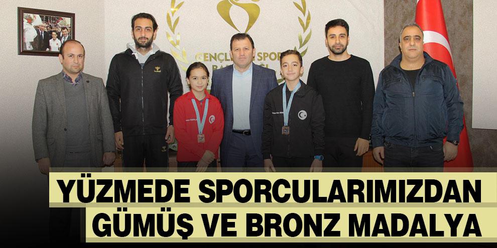 Yüzmede sporcularımızdan gümüş ve bronz madalya