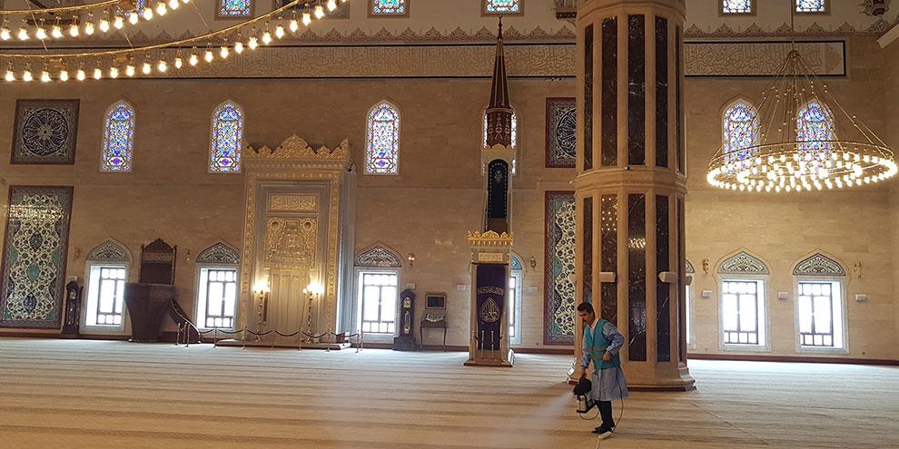 Ramazan ayı boyunca Camiler gül kokacak