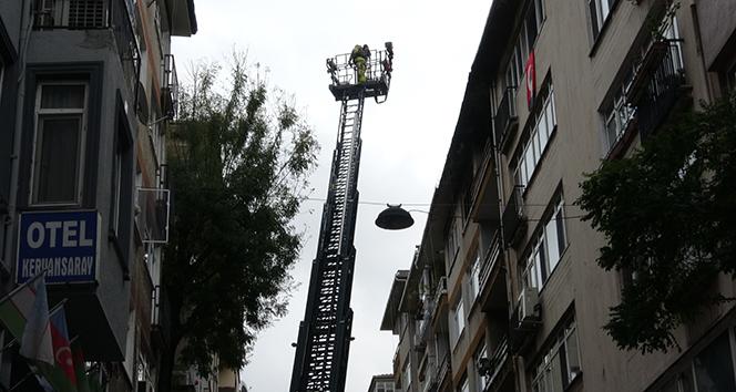 Kadıköy'de 5 katlı bina alev alev yandı