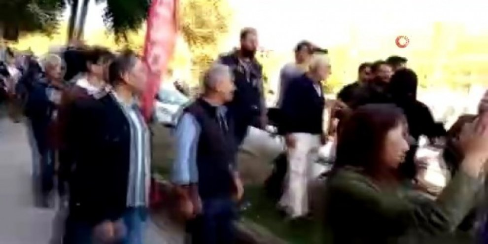 Slogan atan HDP'lilere polis müdahalesi