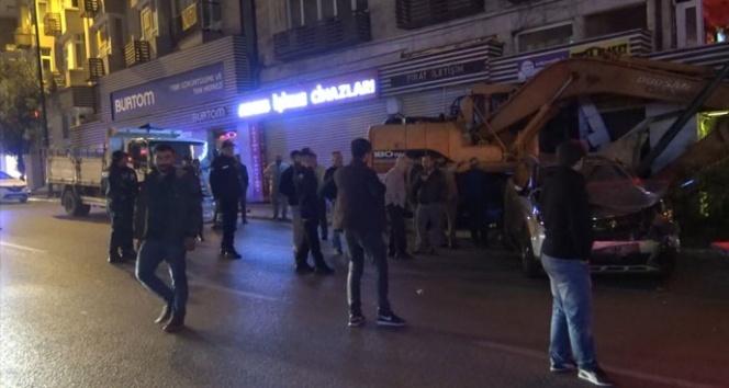 Bursa'da freni boşalan iş makinesi dehşet saçtı