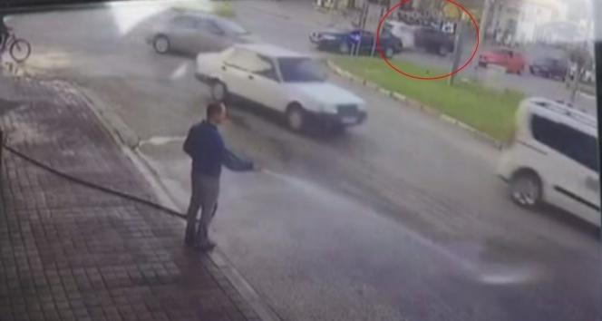 Otomobillerin çarpışması kamerada