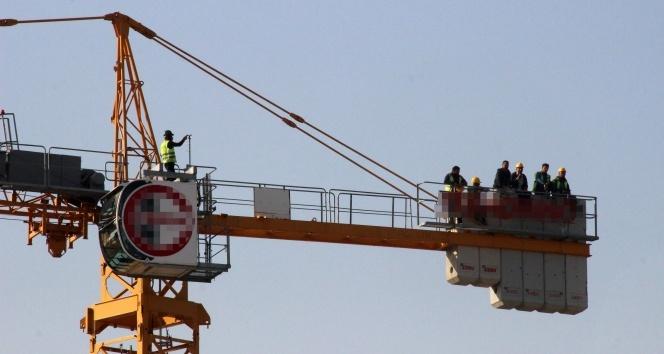 İzmir'de vince çıkan işçilerin eylemi sona erdi