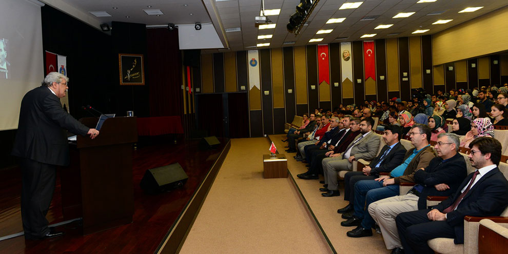 KSÜ'de 'Cumhuriyet'e Giden Yol' Konulu Konferans düzenlendi