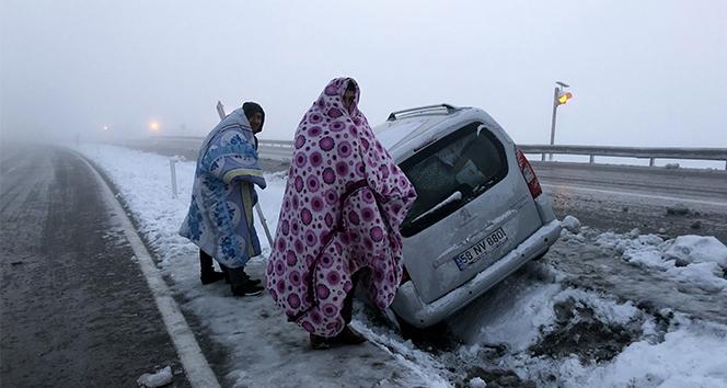 Doğu Anadolu'da kar ve tipi ulaşımda aksamalara neden oldu