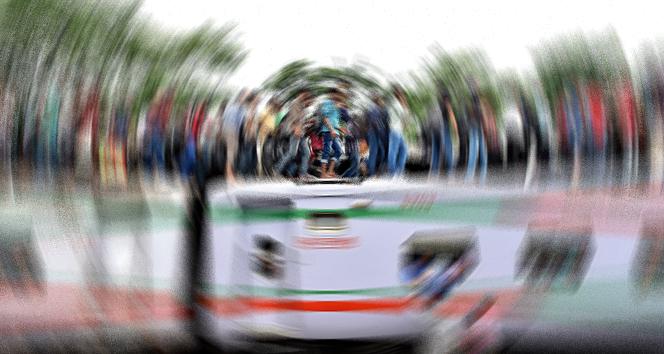 İki tren çarpıştı: 16 ölü, 48 yaralı
