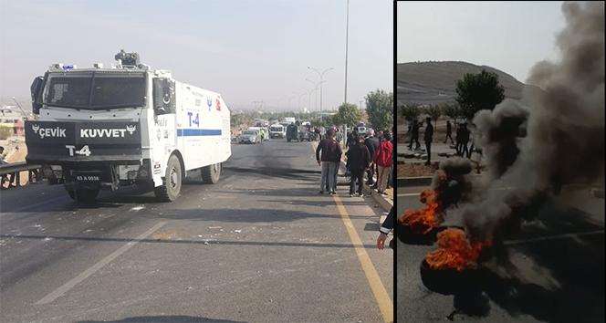 Öğrenciler lastik yakıp yol kapattı