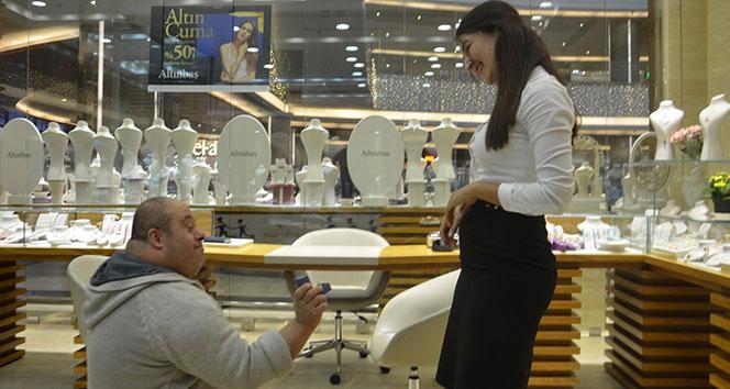 Down sendromlu gençten duygulandıran evlilik teklifi