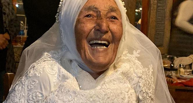 Döndü ninenin 70 yıllık gelinlik hayali, 85 yaşında gerçekleşti