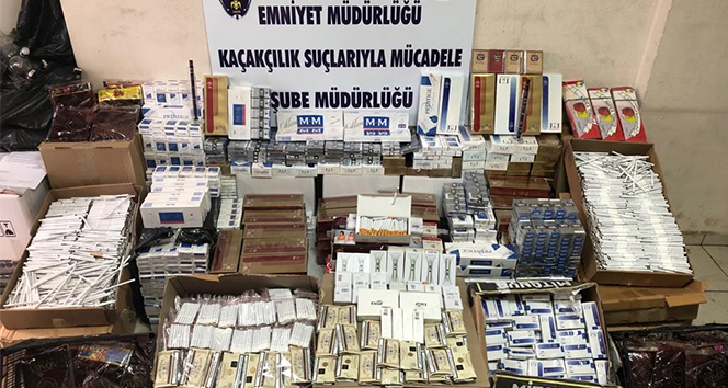 İzmir'de 7 bin 200 paket kaçak sigara ve 185 şişe sahte içki ele geçirildi