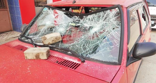 Babasının arabasını parçaladı