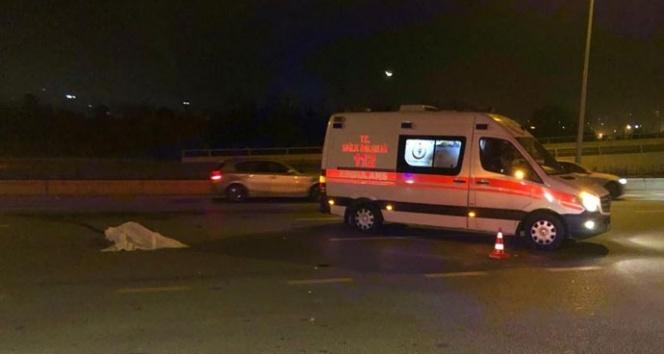 Yolun karşısına geçmeye çalışan yayaya otomobil çarptı: 1 ölü