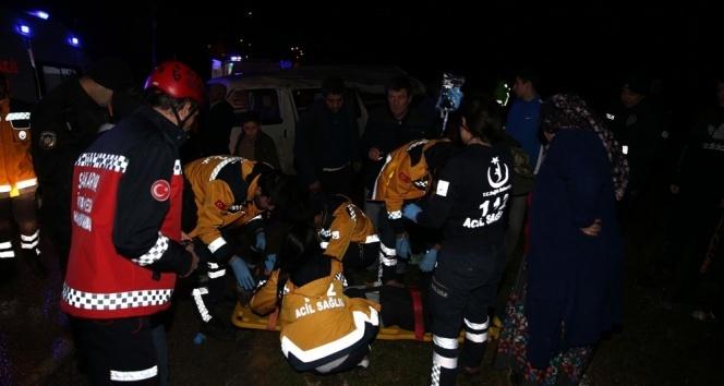 Kontrolden çıkan minibüs devrildi: 1 ölü, 4 yaralı