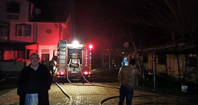 Sakarya'da yabancı uyruklu şahısların yaşadığı evde yangın çıktı