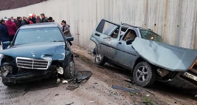 Kazaya yardım için durdular, otomobil çarptı: 3'ü ağır 9 yaralı