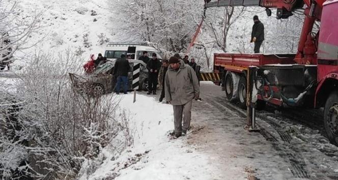 Karlı yolda faciadan dönüldü: 3 yaralı