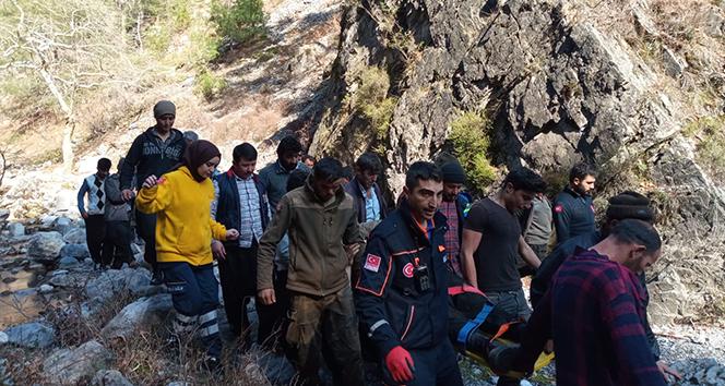 Kayalıklardan uçuruma düşen vatandaşı AFAD ekipleri kurtardı