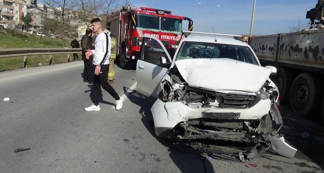 Pendik'te feci kaza: 3 yaralı